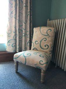 fauteuil et rideau de la chambre 3